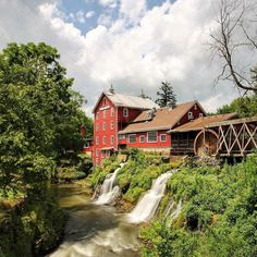 We're still touring Ohio! Yesterday we stopped off at the old Clifton Mill on the little Miami River. There were once five mills within a mile of Clifton Mill on this stretch of water but Clifton Mill is the only one remaining!  . . . #ohiogram #ohio #waterfall #ohioexplored #natgeotravelpic #bbctravel #livetravelchannel #beautifuldestinations #tlpicks #afar #lonelyplanet #wonderfuldestinations #beautifulplaces #traveldudes #travelstoke #lovetheworld #traveldeeper #passionpassport