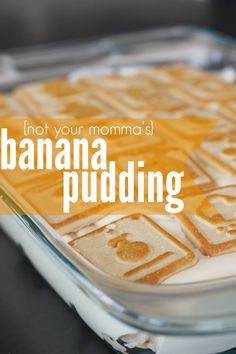 Paula Deen Not Your Momma's Banana Pudding - the best banana pudding you will ever eat! If you've never made Paula Deen Not Your Momma's Banana Pudding before you have GOT to try this out. The best pudding ever on the planet! Banana Pudding Paula Deen, Banana Pudding Desserts, Homemade Banana Pudding, Best Banana Pudding, Köstliche Desserts, Dessert Recipes, Banana Recipes, Chia Pudding, Clean Eating Breakfast