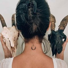 Back Of Neck Tattoos For Women, Side Tattoos Women, Sexy Tattoos For Women, Tiny Tattoos For Girls, Shoulder Tattoos For Women, Boho Tattoos, Red Tattoos, Star Tattoos, Finger Tattoos
