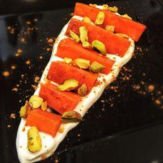 Zanahoria con miel y canela, yogur y pistachos