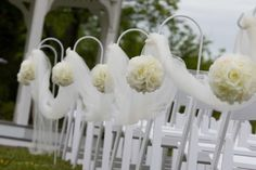 #PomanderBalls look beautiful going down the Wedding aisle. In all white they are perfect #KissingBalls.