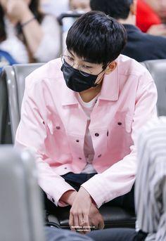160804 at Gimpo Airport © Bunnyblanc Carat Seventeen, Seventeen Wonwoo, Airport Style, Airport Fashion, Funny Boy, Woozi, Asian Actors, Bias Wrecker, Boyfriend Material