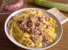 Tagliatelle con salsiccia e porri: primo piatto rustico  Tagliatelle con salsiccia e porri: primo piatto rustico  #tagliatelle #salsiccia #porri #primo #pasta