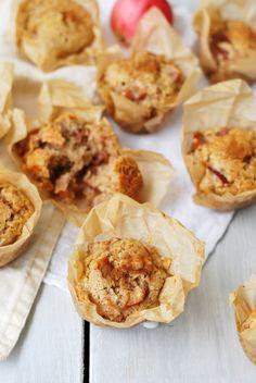 Mehevät vegaaniset omena-kanelimuffinsit - Hyvä perusohje vegaanisiin muffinsseihin. Vaihtele vain täytteitä mielesi mukaan! Korn, Gnocchi, Chili, Muffin, Breakfast, Image, Red Peppers, Morning Coffee, Muffins