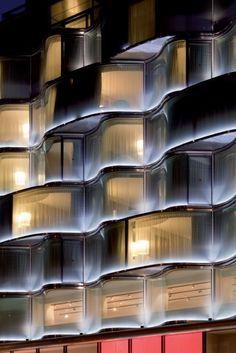 Hotel Renaissance Arc de Triomphe by Night. Glass Building, Light Building, Building Facade, Building Skin, Futuristic Architecture, Facade Architecture, Residential Architecture, Classical Architecture, Facade Lighting
