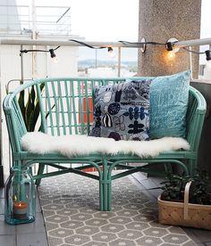 Uudista vanha rottinkikaluste uuteen uskoon Unica Akva -maalilla. #tikkurila #piha #parveke #kaluste #mökki #kesä #diy #maalaustalkoot Fall Home Decor, Autumn Home, Home Decor Bedroom, Porch Swing, Outdoor Furniture, Outdoor Decor, Painted Furniture, Outdoor Living, Living Spaces