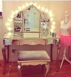GASPING right now over this vanity. Santa please!