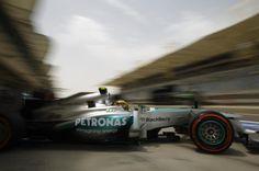 f1 Muy buena foto de Lewis Hamilton y su W04 saliendo de pits