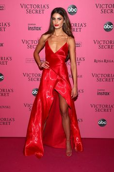 Taylor Marie Hill At 2018 Victoria's Secret Fashion Show After Party in NYC Victoria Secret Angels, Moda Victoria Secret, Victorias Secret Models, Victoria Secret Fashion Show, Victoria Secret Dress, Taylor Marie Hill, Taylor Hill Style, Taylor Hill Hair, Pink Carpet