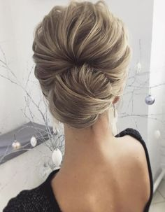 Featured Hairstyle: Lena Bogucharskaya; www.instagram.com/lenabogucharskaya; Wedding hairstyles ideas. #weddinghairstyles