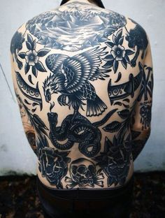 Amazing old school designs guys traditional black ink back tattoos tattoo homme, american traditional, Eagle Back Tattoo, Eagle Tattoos, Black Tattoos, Neue Tattoos, Body Art Tattoos, Sleeve Tattoos, Tattoo Sleeves, Ink Tattoos, Tatoos