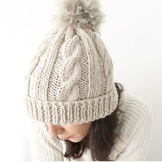 Wool Beanie with fur pom pom – Knitting Pattern & Tutorial Knitting Paterns, Free Knitting, Baby Knitting, Start Knitting, Easy Knit Hat, Cable Knit Hat, Wooly Hats, Knitted Hats, Crochet Hats