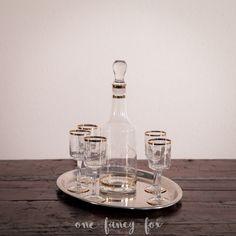 Likör-Set für dein Schottin, Bar-Setting oder Mädelsabend einfach mieten bei One Fancy Fox! #Vvintageverleih #hochzeitsverleih #geschirrverleih