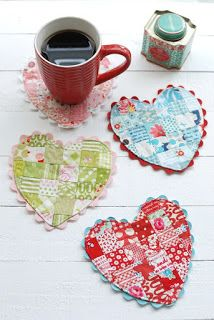 Patchwork patterns sewing projects mug rugs 64 Ideas Quilting Projects, Sewing Projects, Craft Projects, Scrap Fabric Projects, Sewing Tips, Craft Tutorials, Craft Ideas, Patchwork Heart, Patchwork Quilting
