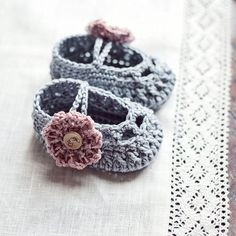 Baby Booties Crochet PATTERN pdf file  Old by MonPetitViolonCrafts