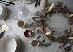 5 days Of Christmas – Setting the perfect table – Ollie & Seb's Haus Natural Christmas Ornaments, Gold Christmas Tree, Handmade Christmas, Christmas Settings, Christmas Cards, Minimal Christmas, Simple Christmas, Winter Wonderland Christmas, Xmas Wreaths