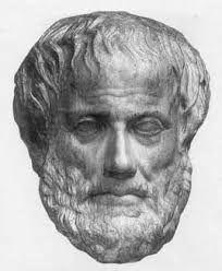 ARISTÓTELES. En torno al 340 a.C., Aristóteles afirma que la Tierra es redonda, no plana, y da tres argumentos a favor de esta tesis: -En los eclipses lunares siempre se observa que la sombra de la Tierra sobre la Luna tiene forma de arco de circunferencia. -La diferencia en la posición aparente de la estrella Polar entre Grecia y Egipto, que incluso le permite hacer un cálculo del tamaño de la Tierra en 400000 estadios,