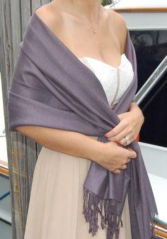 69fc2683fc5a Comment mettre, porter étole sur robe de mariage, cérémonie   Etole Mariage Châle PashminaCachemireEcharpeConseils PratiquesGantsFoulardsSoieFleur