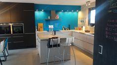 Unsere neue Küche ist fertig. Der Hersteller ist: Nobilia - Laser/Pia sand und terra schwarz - Stilrichtung: Moderne Küchen - Datum der Fertigstellung: 2015