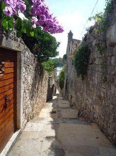 Cavtat, Croatia: schmale Gasse