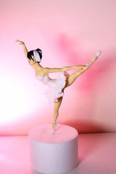 Dancing on dreams - Cake by Elena Michelizzi Ballet Cakes, Dance Cakes, Ballerina Cakes, Ballerina Doll, Cake Icing, Fondant Cakes, Cupcake Cakes, Polymer Clay Figures, Fondant Figures