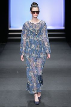 Love this floral sheeth dress Fashion Show, Cover Up, Formal, Winter, Dresses, Design, Preppy, Winter Time, Vestidos