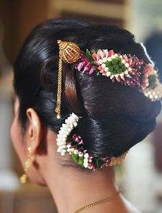 South Indian Bridal Bun Hairstyles Perfect For Your Wedding - Kurti Blouse Bridal Hair Buns, Bridal Braids, Bridal Hair Flowers, Easy Bun Hairstyles, Roll Hairstyle, Hairdos, Indian Bridal Hairstyles, Bride Hairstyles, Hairstyle Images