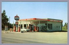 Pompe A Essence, Garage Repair, Standard Oil, Old Gas Stations, Filling Station, Golden Days, Gas Pumps, Old Buildings, Oil And Gas