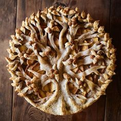 If you eat with your eyes before your mouth (like we do) you are going to love this list. We've found a fabulous list of 25 decorative pie crust ideas perfect to spruce up your next pie. Pie Dessert, Dessert Recipes, Creative Pie Crust, Beautiful Pie Crusts, Pie Crust Designs, Pie Decoration, Pies Art, Sweet Pie, Just Desserts