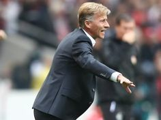 Nach der Niederlage in Stuttgart spekuliert der Kicker über das Aus von Trainer Andries Jonker ..