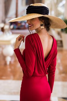 Dana backless red body dress Classy lady with backless red dress. Love the hat, too Classy Dress, Classy Outfits, Elegant Dresses, Beautiful Dresses, Trendy Dresses, Red Backless Dress, Dress Red, Bodycon Dress, Classy Women