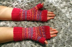 I made a pair of fingerless mitts. They're like a candy!