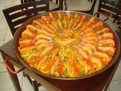 Receita de Paella Valenciana - Tudo Gostoso Homemade Fish And Chips, Paella Party, Seafood Pasta, Grain Foods, Specialty Foods, Portuguese Recipes, Risotto, Dinner Recipes, Food And Drink
