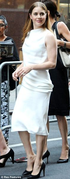 Amy Adams looked elegant in a slinky white dress and black patent leather pumps #Amy_Adams #heels