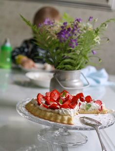 Midnight summer must haves: wild flowers and a cake with fresh strawberries!