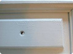 crackling spray paint- how to prevent it. Zinsser spray on primer! Spray Paint Tips, Spray Paint Crafts, Crackle Painting, Painting Tips, Spray Painting Wood Furniture, Painting On Wood, Painted Furniture, Furniture Redo