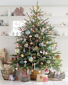 Beach cottage Christmas tree. Love it, allthough ours looks completely different! Saries