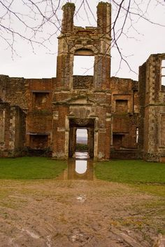 Houghton House- a shell of a Century stately home now preserved by English Heritage. Houghton House, Hall House, Irish Sea, Historic Houses, Listed Building, English Heritage, Cathedrals, Amazing Architecture, 17th Century