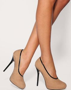 nude/black heel.  yes please.