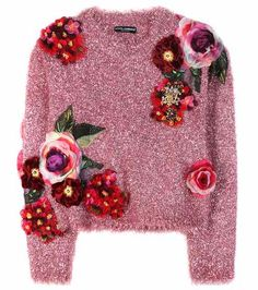 Dolce & Gabbana - Metallic sweater with appliqué - Dolce & Gabbana makes a sparkling, feminine statement with this metallic pink sweater. Cut for a roomy fit, it's adorned with fabric appliqué detailing that forms an irresistible floral motif. Pink Jumper, Purple Sweater, Floral Sweater, Pink Sweater Outfit, Diy Vetement, Fashion Details, Fashion Design, Style Fashion, Diy Clothing