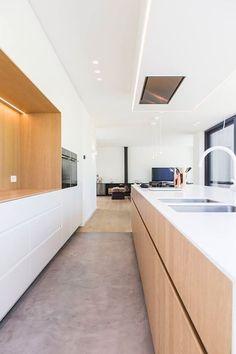 Luxury Kitchens, Home Kitchens, Living Tv, Japanese Interior Design, Modern Kitchen Interiors, Japanese Kitchen, Kitchen Dinning, Minimalist Kitchen, Cuisines Design
