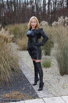 Lady in leather outfit Black Thigh High Boots, High Heel Boots, Leather Fashion, Fashion Boots, Model Outfits, Leather Dresses, Leather Outfits, Sexy Boots, Leather Gloves
