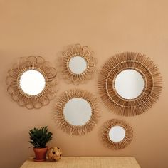Two ' s Company die Natürlichen Rattan-Spiegel - Set mit 5 - 8111817 Wall Mirrors Set, Diy Mirror, Art Deco Mirror, Sunburst Mirror, Mirror Ideas, Room Decor Bedroom, Diy Room Decor, Home Decor, Diy Bedroom