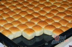 Mini-Buchteln mit Vanillesoße My favorite food from childhood. Small Desserts, Mini Desserts, Delicious Desserts, Dessert Oreo, Czech Recipes, Hot Dog Buns, Sweet Recipes, Baking Recipes, Sweet Tooth