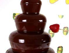 Fragola che tra poco affronterà la cioccolata extra fondente