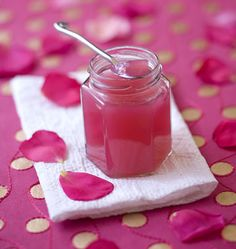 Photo de la recette : Confiture de pétales de roses Chutneys, Jam And Jelly, Sweet Recipes, Sweet Tooth, Sweet Treats, Food And Drink, Cooking Recipes, Favorite Recipes, Homemade