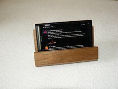 wooden stand for mobile phone Dřevěný stojánek na mobilní telefon