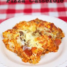 Fill the pizza casserole with your favorite pizza toppings. I used sausage and pepperoni. Pizza Casserole, Casserole Dishes, Casserole Recipes, Ranch Oyster Crackers, Quick Pizza, Pizza Burgers, Bisquick Recipes, Favourite Pizza, Pizza Recipes