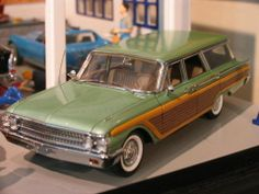 1961 Ford Country Squire 9 Passenger Station Wagon - Franklin Mint