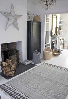 Suttle and yet Intricate is this lovely area rug! In love with : le tapis Block de House Doctor - FrenchyFancy House Doctor, Home Living Room, Living Room Decor, Living Spaces, Living Room Inspiration, Home Decor Inspiration, Boho Deco, Sweet Home, Tapis Design